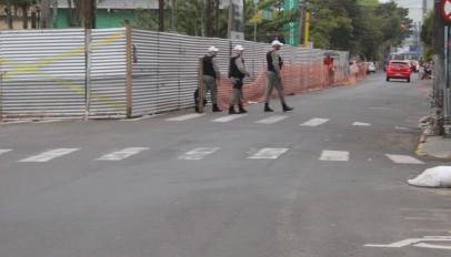 Policiais a pé